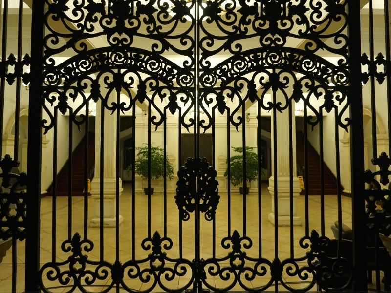 Mẫu cổng nhà hàng, khách sạn phong cách cổ điển