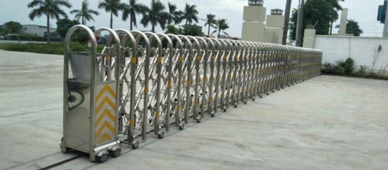 Mẫu cổng kéo bằng điện thông dụng tại nhà máy