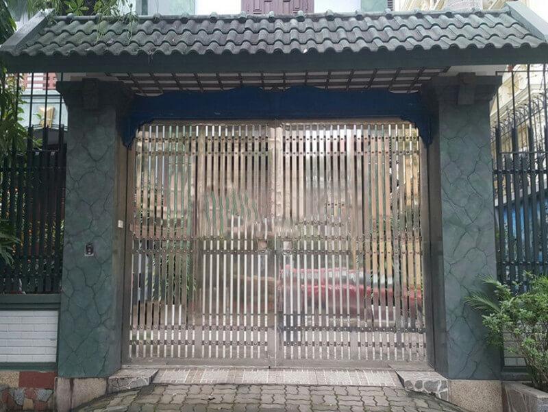 Mẫu cổng tân cổ điển nhà mặt phố