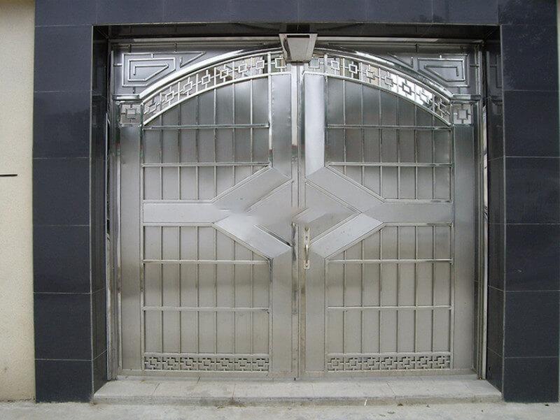 Mẫu cổng tân cổ điển màu bạc