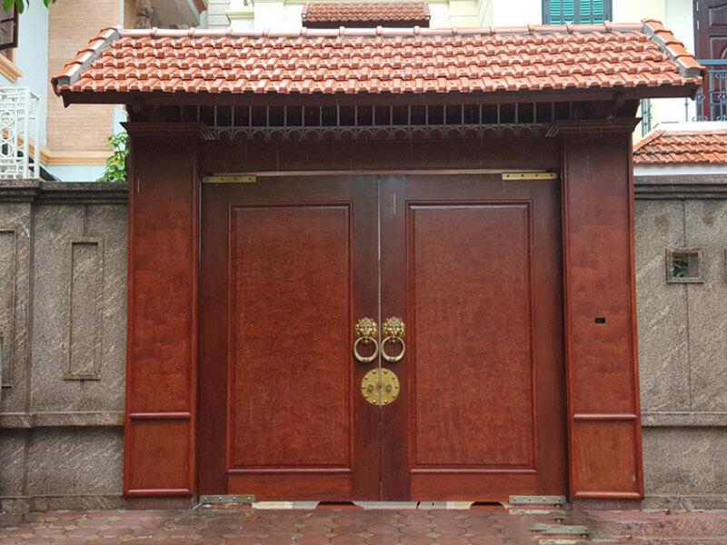 Mẫu cổng nhà tân cổ điển với mái ngói