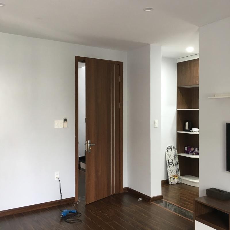Mẫu cửa phòng ngủ có màu sắc hiện đại, trang nhã phù hợp với sở thích và thói quen lựa chọn màu sắc của hầu hết người Việt Nam. Những mẫu cửa này cũng là những mẫu cửa bán chạy nhất.