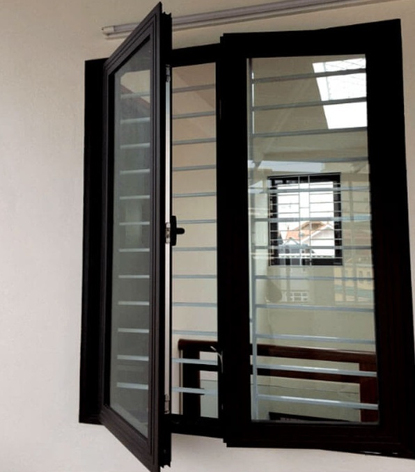 Cửa sổ nhôm xingfa có khung bảo vệ an toàn
