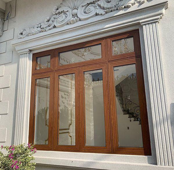 Mẫu cửa sổ nhôm kính 4 cánh giả vân gỗ cho biệt thự