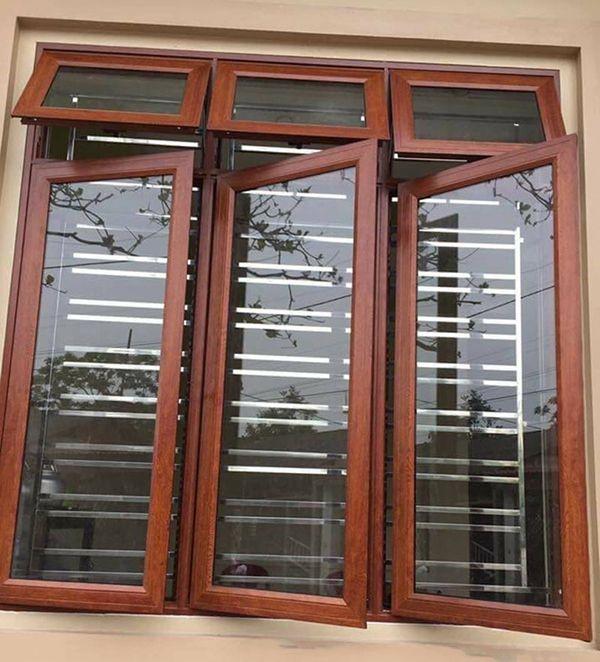 Mẫu cửa sổ nhôm kính giả gỗ an toàn, chắc chắn