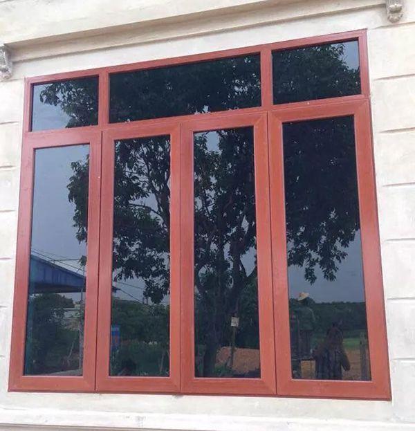 Mẫu cửa sổ nhôm kính giả gỗ đơn giản, an toàn