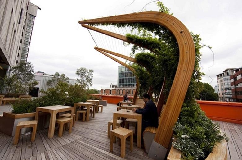 Mái che nhà biệt thự khung gỗ có dây leo