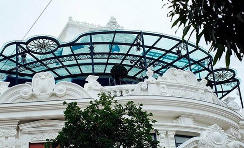Mái hiên nhà biệt thự kính sắt nghệ thuật kiểu dáng uy nghi