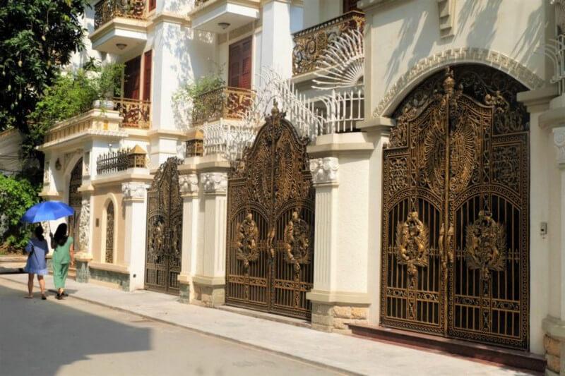 Cổng nhà thiết kế theo phong cách cổ điển