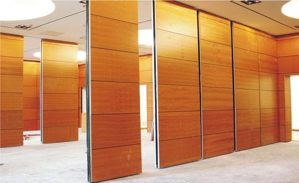 Vách ngăn nhôm giả gỗ trong nhà hiện đại, chất lượng cao
