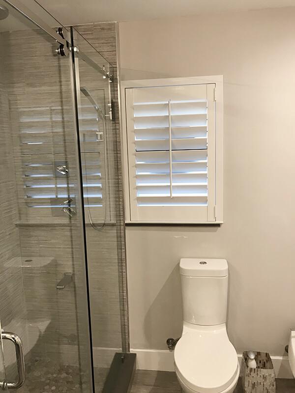 Mẫu cửa nhôm chớp lật cho nhà vệ sinh