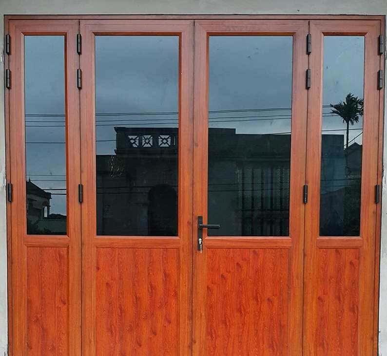 Mẫu cửa nhôm EuroVN trước nhà đẹp, hiện đại