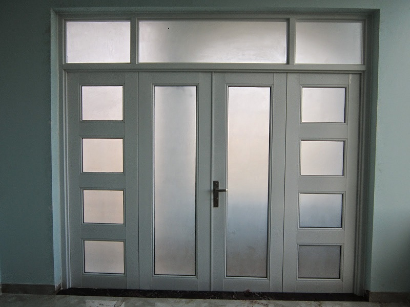 Cửa nhôm xingfa kính mờ tạo sự riêng tư, kín đáo cho ngôi nhà