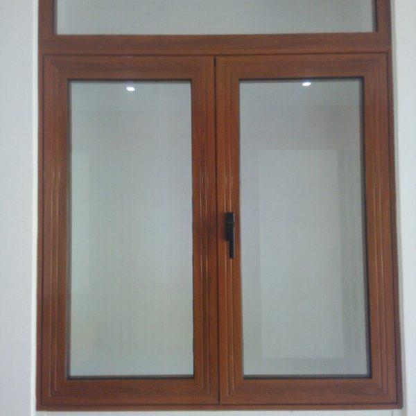 Mẫu cửa sổ nhôm xingfa kính mờ giả gỗ
