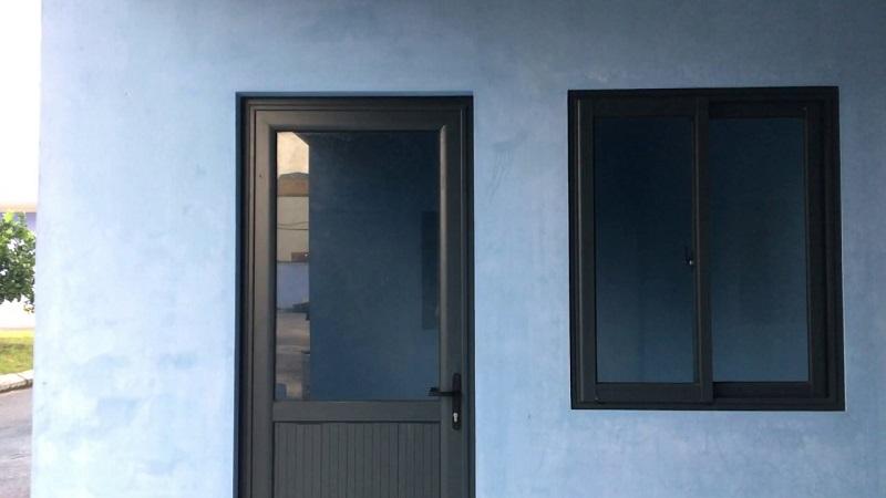 Mẫu cửa sổ và cửa đi nhôm xingfa kính mờ