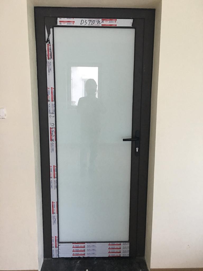 Mẫu cửa nhôm xingfa kính mờ đơn giản, riêng tư
