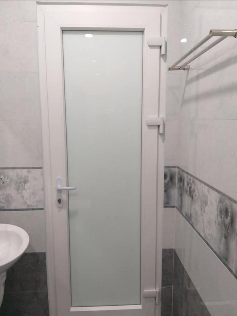 Mẫu cửa nhôm xingfa kính mờ màu trắng