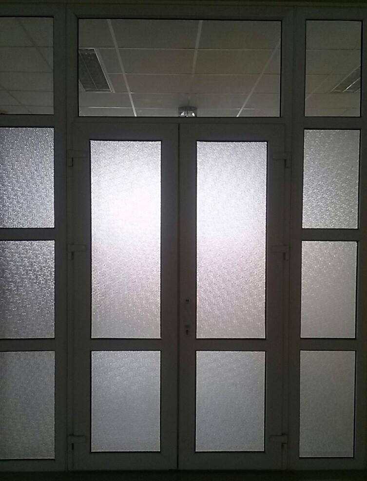 Mẫu cửa nhôm kính mờ chia ô