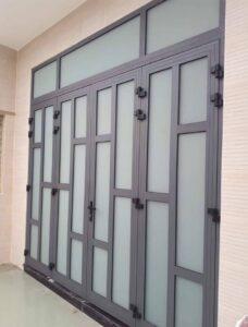Mẫu cửa nhôm xingfa kính mờ an toàn riêng tư