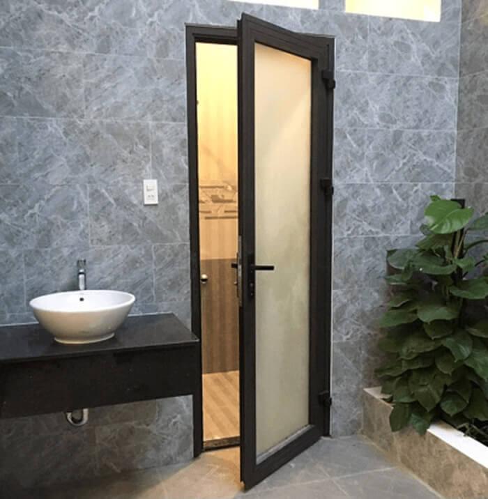 Mẫu cửa nhôm xingfa kính mờ 1 cánh cho nhà vệ sinh