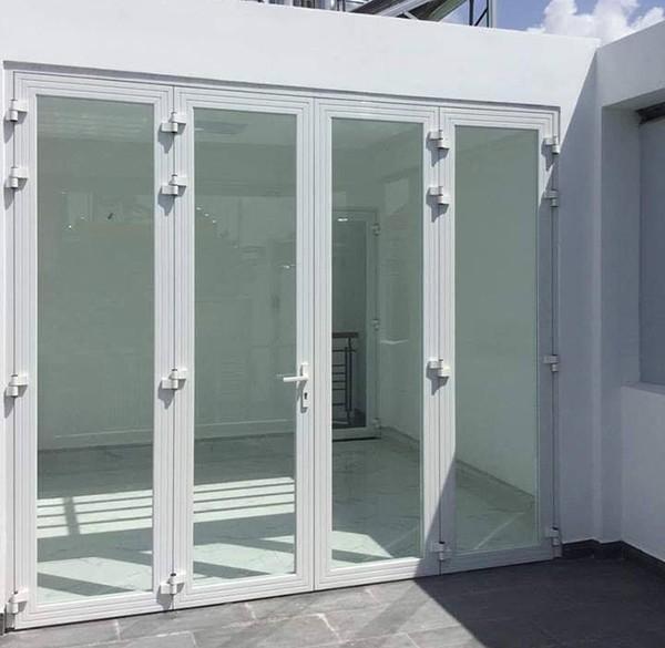 Mẫu cửa nhôm xingfa đẹp màu trắng sứ hiện đại