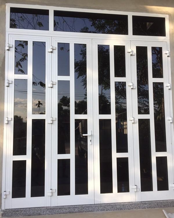 Mẫu cửa nhôm xingfa màu trắng chia ô bền bỉ