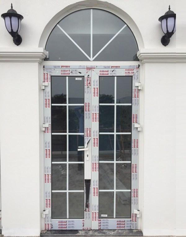 Mẫu cửa nhôm xingfa mái vòm màu trắng
