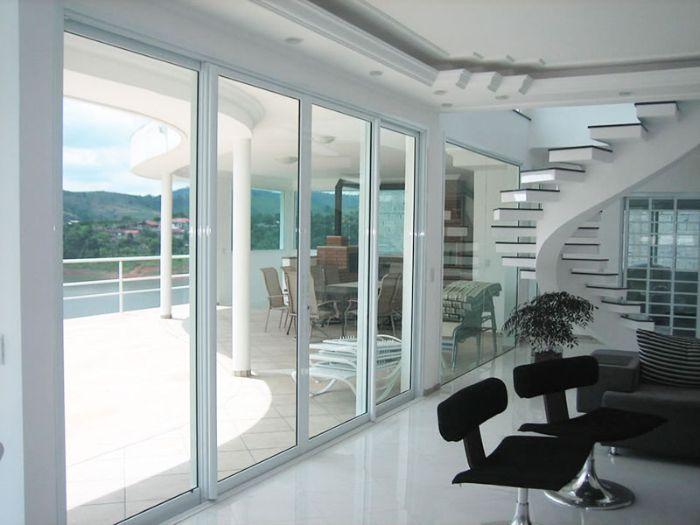 Mẫu cửa nhôm xingfa màu trắng dành cho biệt thự