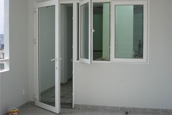 Bộ cửa đi và cửa sổ nhôm xingfa màu trắng