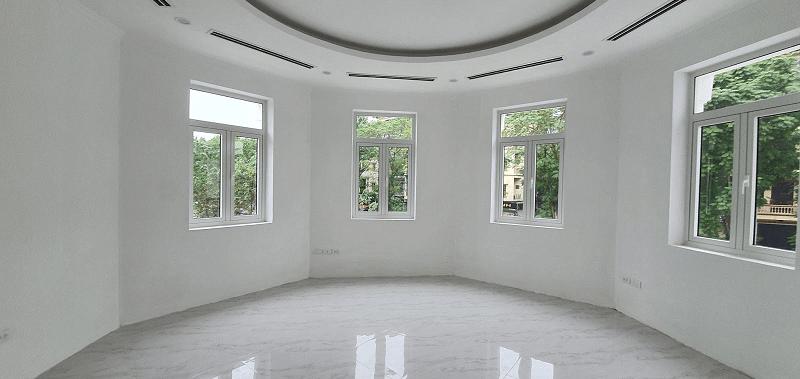 Cửa sổ nhôm xingfa màu trắng nhỏ gọn, tinh tế