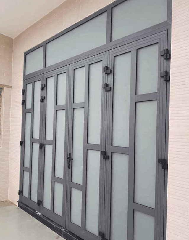 Mẫu cửa nhôm xingfa màu xám ghi chia ô chắc chắn