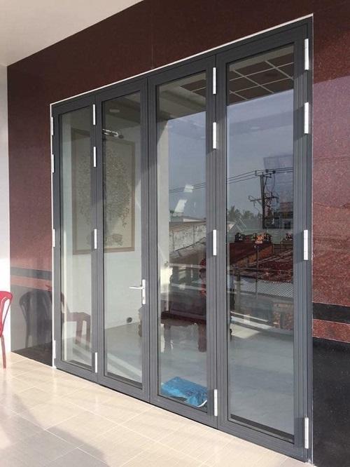 Mẫu cửa nhôm xingfa màu xám ghi 4 cánh hiện đại