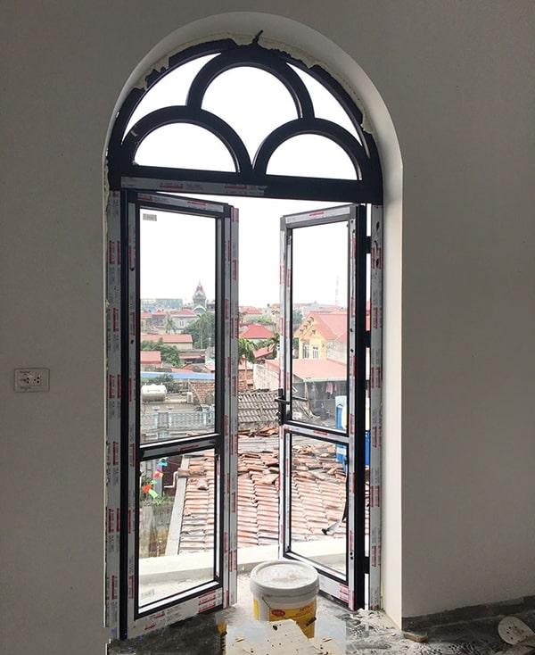Mẫu cửa nhôm xingfa uốn vòm với thiết kế lạ mắt