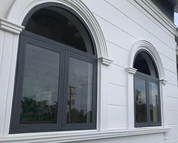 Mẫu cửa sổ nhôm xingfa uốn vòm đơn giản