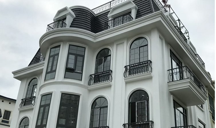 Mẫu cửa nhôm xingfa uốn vòm dành cho biệt thự
