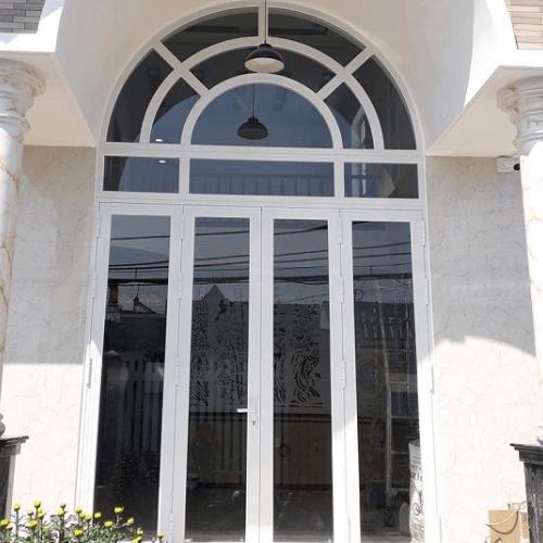 Mẫu cửa nhôm Xingfa uốn vòm màu trắng