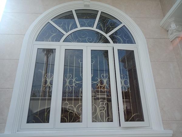 Mẫu cửa sổ nhôm xingfa uốn vòm với thiết kế khung đẹp