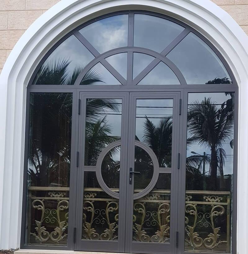 Mẫu cửa sổ nhôm xingfa uốn vòm với thiết kế khung nhôm chắc chắn
