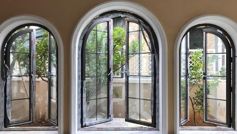 Mẫu cửa sổ nhôm xingfa uốn vòm chia ô