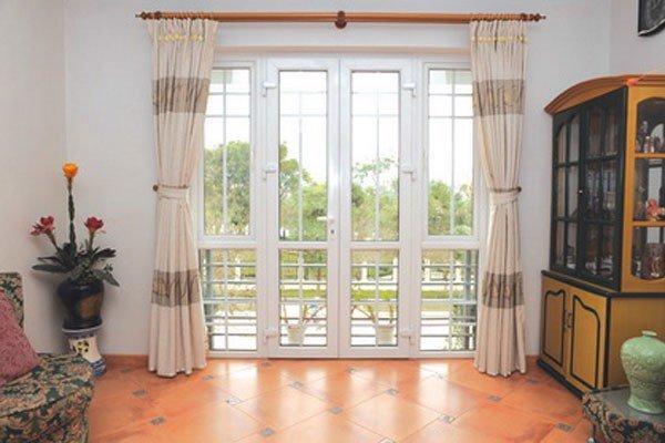 Sử dụng cửa nhôm kính mang lại tính thẩm mỹ cao, sự sang trọng cho toàn bộ ngôi nhà