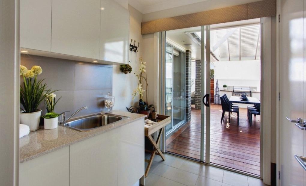 Mẫu cửa nhôm kính phòng bếp 2 cánh mở lùa
