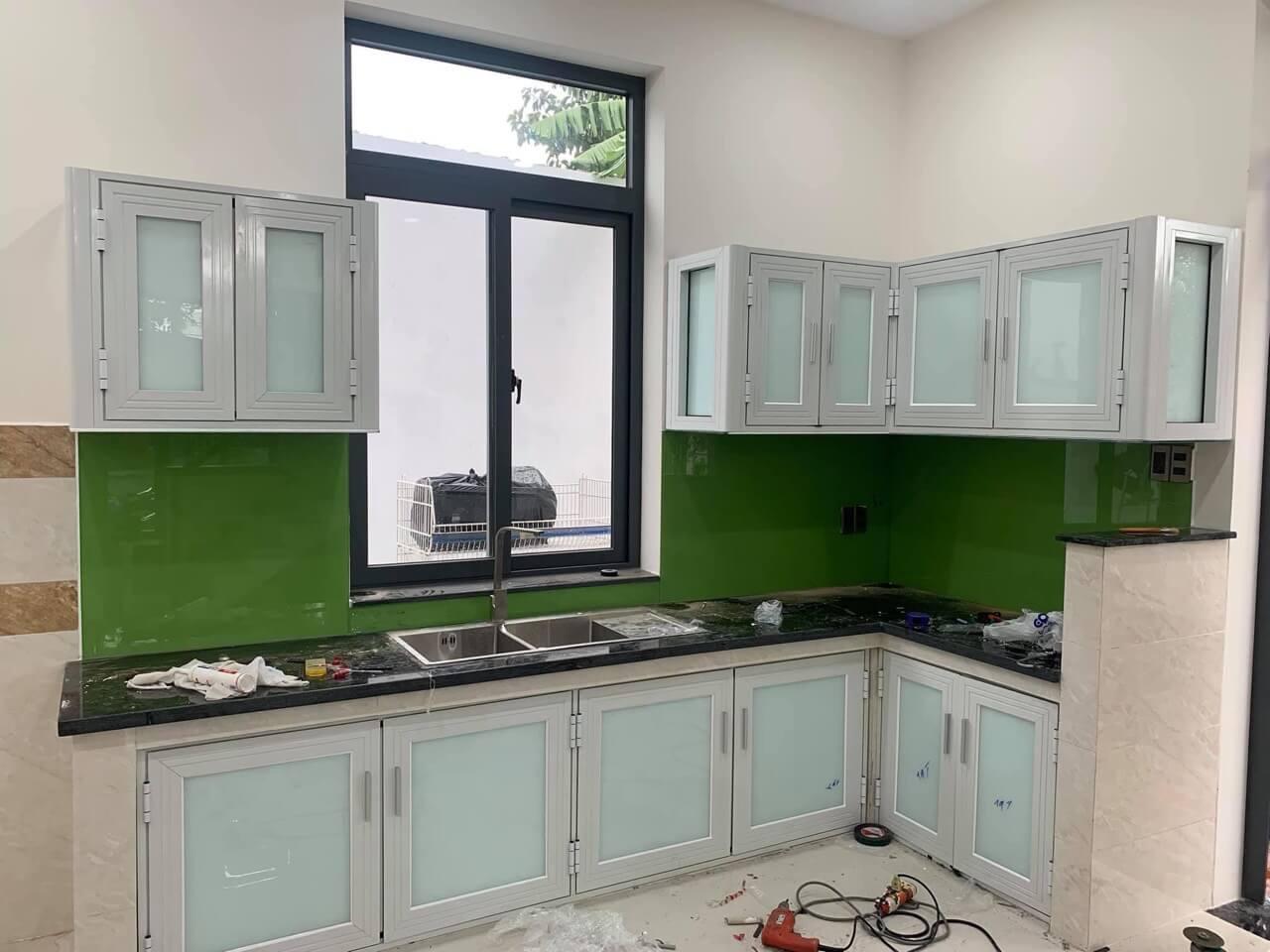 Mẫu cửa sổ nhôm kính phòng bếp hiện đại