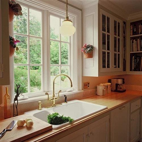 Mẫu cửa sổ nhôm kính phòng bếp màu trắng sang trọng