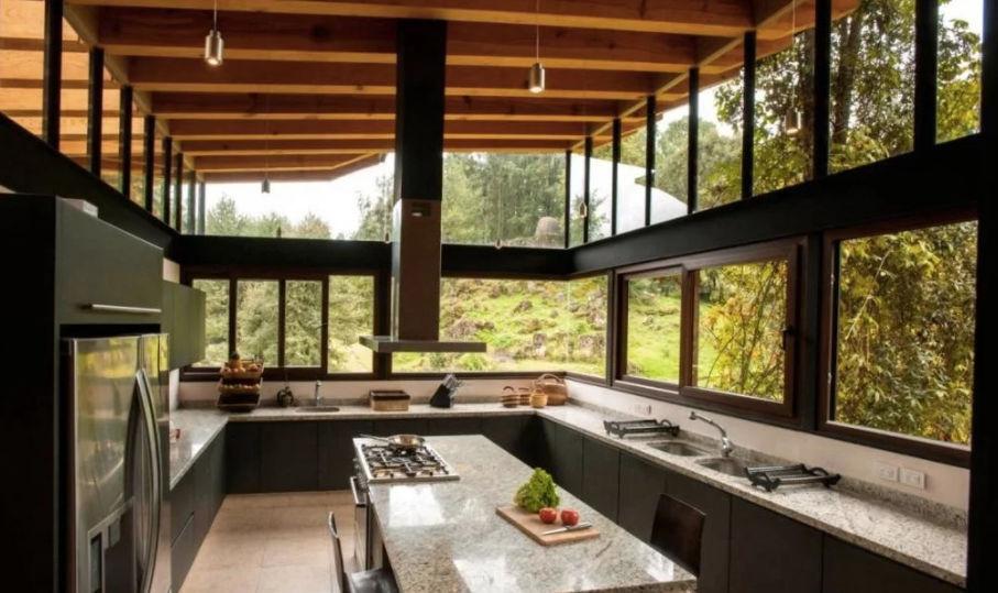 Mẫu cửa sổ nhôm kính phòng bếp chắc chắn