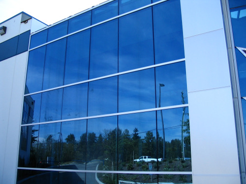 Toà nhà sử dụng vách ngăn nhôm kính hệ 65
